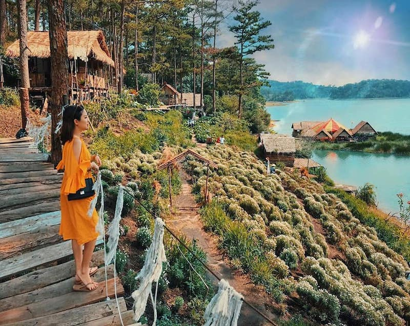Phim trường Happy Hill bên bờ hồ Tuyền Lâm