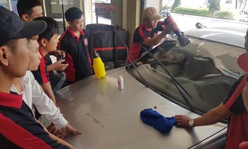 Đội ngũ nhân viên kỹ thuật là nền tảng của trung tâm chăm sóc ô tô
